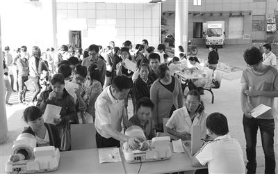 司安排杭州友好健康体检中心的医护人员来到公司,为全员职工进行